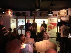 First Minister speaking at the launch of the Wales Goes to War exhibition /   Prif Weinidog yn siarad yn achlysur lansio'r arddangosfa 'Cymry'r Rhyfel Mawr'