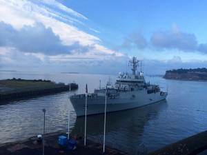 HMS Enterprise yn cyrraedd yng Nghaerdydd ar gyfer Diwrnod y Lluoedd Arfog 2014. © Royal Navy