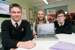 Disgyblion Ysgol St Cyres (Samuel Bowen, Hannah Lewis, ac Ethan Thomas) yn cyflwyno eu hymchwil yn y lansiad. / Pupils at St Cyres School (Samuel Bowen, Hannah Lewis, and Ethan Thomas) presenting their research at the launch. © Roger Donovan, Media Photos
